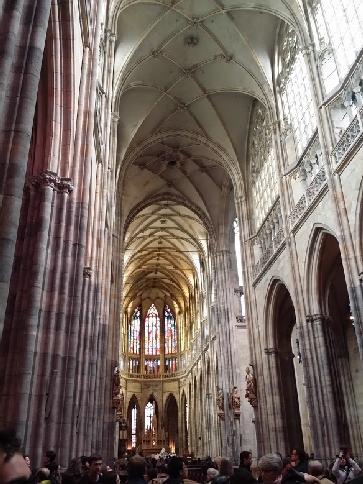 inside_prague_cathedral_454